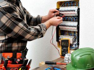Le Qualità di un Elettricista Esperto